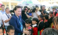 NA Chairwoman presents gifts to disadvantaged children in Quang Ninh