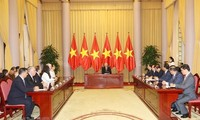 Vietnamese top leader receives newly-accredited ambassadors
