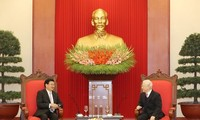 Party, State leader receives visiting Laos PM