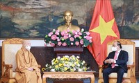 State President hosts Vietnam Buddhist Sangha leaders