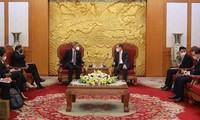 Ruling parties of Vietnam, Singapore seek stronger cooperation