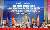 Czech PM meets with representatives of Vietnamese community