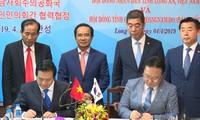 越南隆安省与韩国行政单位—— 忠清南道签署合作协议