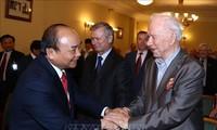阮春福会见俄越友好协会和俄罗斯援越老军事专家协会代表