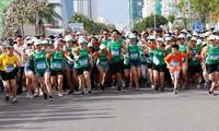 岘港:9000多名运动员参加国际马拉松比赛