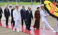适值九二国庆74周年 越南党和国家领导人入陵瞻仰胡主席遗容