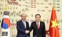 越南政府总理阮春福会见韩国国会议长文喜相