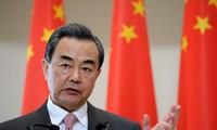 中国外长王毅与多国部长就病毒标签化问题通电话