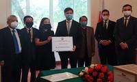 越南人民向波兰捐赠医护用品