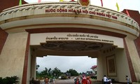 """Promoting """"one door-one stop"""" policy at Lao Bao border gate"""