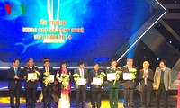 Vietnam honors outstanding scientific and technological achievements of 2014