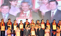President presents Vietnamese High-Quality Goods awards