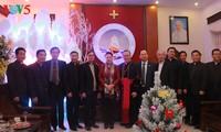 Top legislator visits Thanh Hoa diocese ahead of Christmas