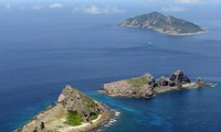 Japan detects Chinese submarine near disputed island
