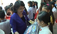 Tet gifts presented to policy beneficiaries, needy people