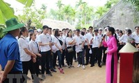 Young OVs visit President Ho Chi Minh's hometown
