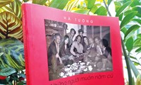 Veteran Hanoi artist's photobook keeps Vietnam's glorious art scenes