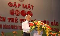 Líder partidista elogia militantes jóvenes más destacados de Hanoi