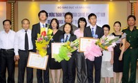 Vietnam honra a 3 alumnos ganadores en concurso científico internacional
