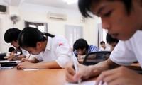 Vietnamitas aspirantes a Universidad en segunda fase de exámenes