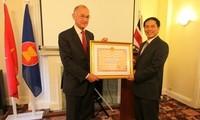 Promueven relaciones Vietnam y Reino Unido