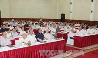 Líder partidista se reúne con dirigentes jubilados