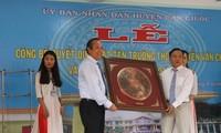 Vicepremier vietnamita asiste al acto de inauguración de una escuela secundaria en Long An