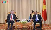 Premier vietnamita recibe al saliente embajador estadounidense
