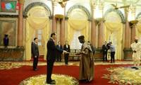 El presidente vietnamita recibe a los embajadores nigeriano, griego y estadounidense