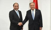 Premier vietnamita se reúne con líderes mundiales al margen de la 31 Cumbre de la Asean