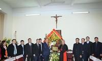 Dirigente vietnamita felicita a comunidad católica y protestante nacional