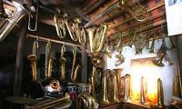 Una aldea de hacer trompetas de bronce de Hai Hau