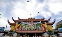 Dirigente de organización de masas felicita al Patriarca Supremo de la Sangha Budista de Vietnam