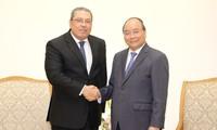 Primer ministro vietnamita recibe a nuevos embajadores de Egipto y Sudán