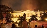 Incendio arrasa el Museo Nacional de Río de Janeiro en Brasil