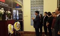 Numerosas embajadas vietnamitas en ultramar rinden homenaje a Do Muoi