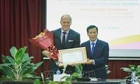 Golfista australiano Greg Norman se convierte en embajador turístico de Vietnam