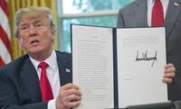 Presidente estadounidense firma el decreto para prohibir el asilo a los inmigrantes