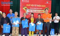 Ofrecen regalos a necesitados y familias meritorias en ocasión del Tet 2020
