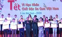 Celebran en Hanói programa en apoyo a víctimas de dioxina en ocasión del Tet