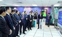 Dirigentes vietnamitas revisan aplicación de tecnología de 5G en Vietnam