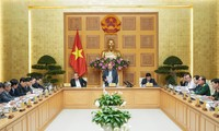Premier vietnamita exhorta a cumplir con seriedad medidas de cuarentena contra el Covid-19