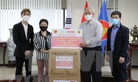 Vietnam entrega mascarillas antibacterianas a compatriotas en Corea del Sur