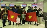 Ciudadanos vietnamitas regresan a casa desde Australia y Nueva Zelanda