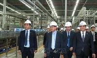 Premier laosiano visita modelos económicos vietnamitas
