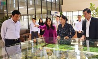 Presidenta del Parlamento vietnamita se reúne con empresas extranjeras en Ba Ria-Vung Tau