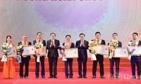 Hanói honra a empresarios con grandes aportes al progreso de la capital en 2020