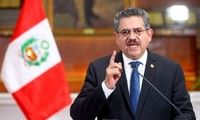 Presidente interino de Perú dimite tras cinco días en el cargo