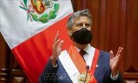 Francisco Sagasti jura su cargo como presidente interino de Perú