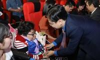 Honran a jóvenes vietnamitas con discapacidad